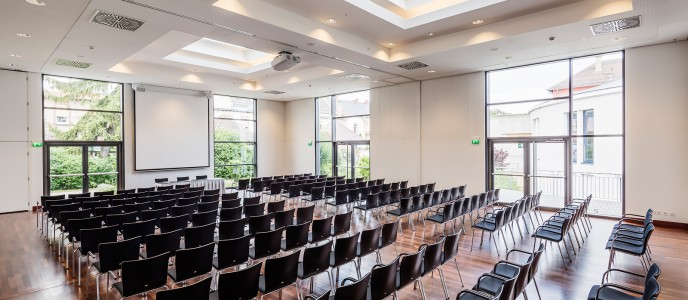Konferenzzentrum - mit Tageslicht, verdunkelbar