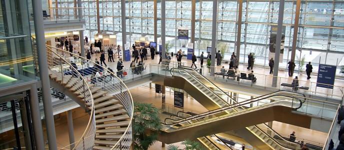 Congress Center Leipzig, Innenansicht: Blick in das Atrium über alle vier Ebenen