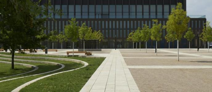Die Stadthalle Reutlingen liegt zentral mitten im grünen Bürgerpark an der renaturierten Echaz.