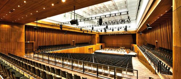 Hightech und exzellente Akustik im Großen Saal der Stadthalle Reutlingen bei gleichzeitig größtmöglicher Nachhaltigkeit