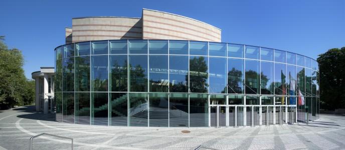Lichtdurchflutete Konzert-und Kongresshalle - Foto Peter Eberts