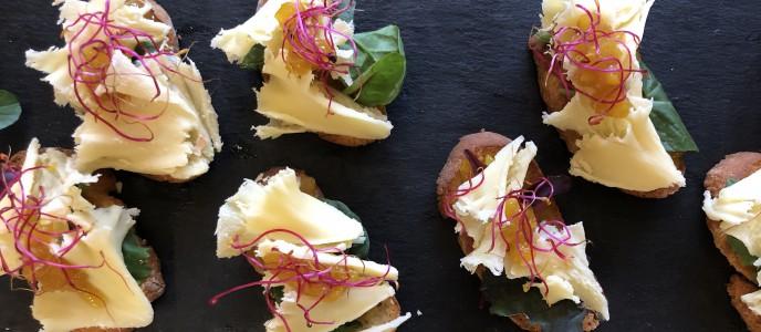 Crostini mit Mönchkopfskäse